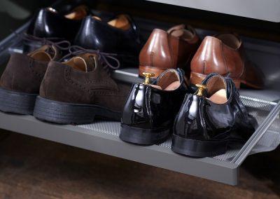 Elfa-decor-closet-interior-bedroom-shoeshelf-3i
