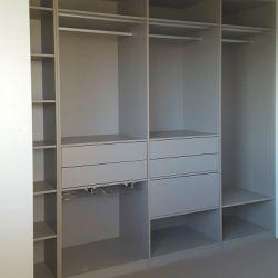 walk-in closet steengrijs