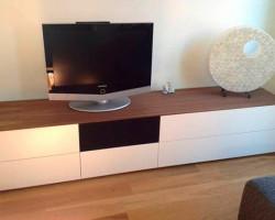 staand tv meubel met noten houten bovenblad