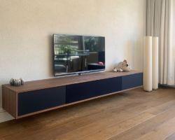 Hangend tv meubel met speakerdoek