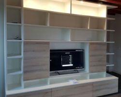 Tv wandkast met schuifdeuren en LED verlichting